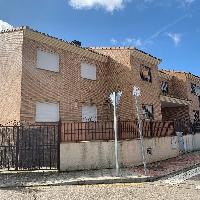 Chalet adosado con garaje y jardín en venta en Illescas