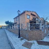 Chalet en venta 3 habitaciones y jardín en Cebreros