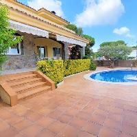 Casa en venta con piscina en centro de Argentona