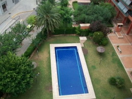 Piso con piscina junto a la Avenida Francia